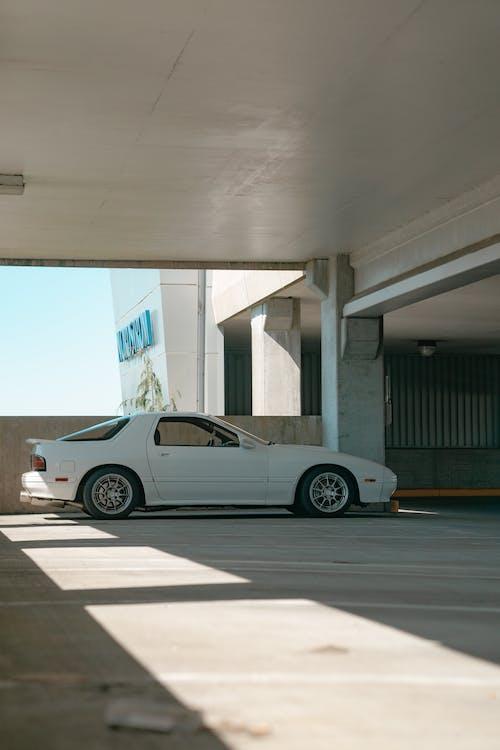 Gratis arkivbilde med bil, dag, hvit