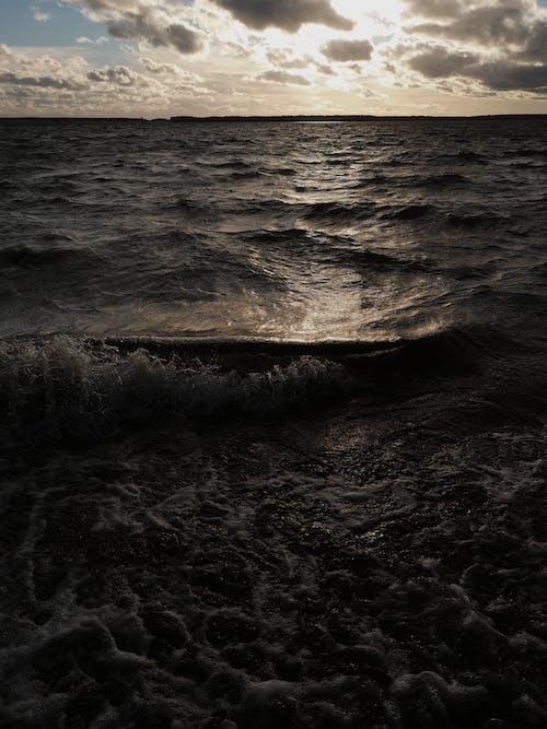 Foto d'estoc gratuïta de aigua, alba, capvespre