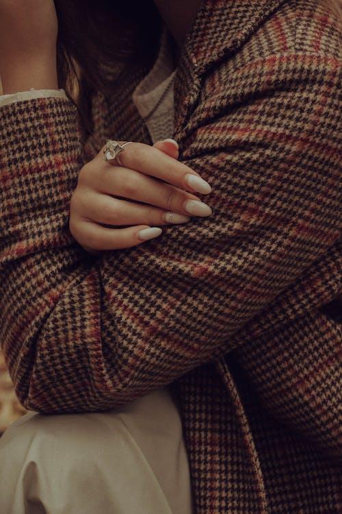 人的手, 人的手臂, 修手指甲 的 免费素材图片