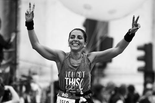 Základová fotografie zdarma na téma běhání, běžec, černobílý
