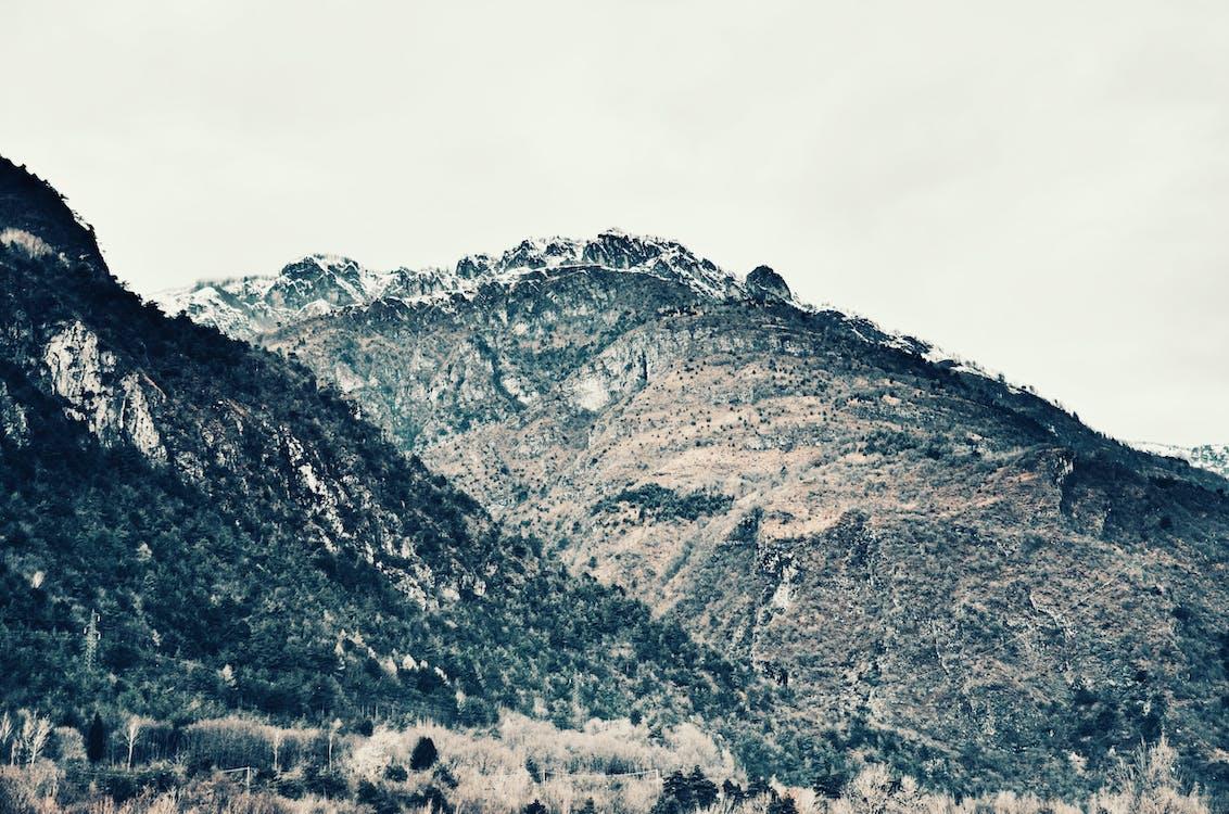 chmury, drzewa, góry