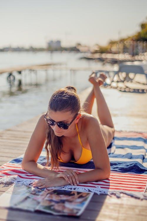 Foto stok gratis bikini, kacamata hitam, kaum wanita