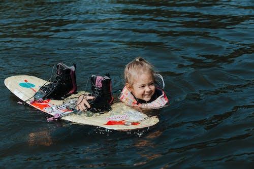 Immagine gratuita di acqua, bambino, capelli biondi