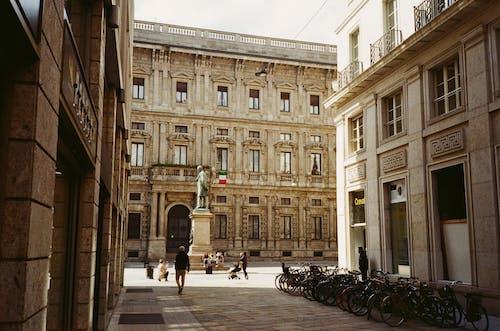Foto stok gratis Arsitektur, bendera, cityscape