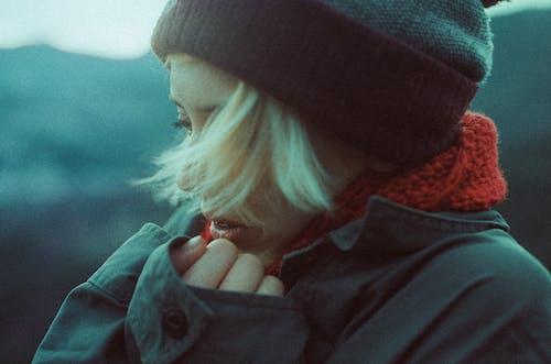 Бесплатное стоковое фото с Взрослый, длинные волосы, женщина