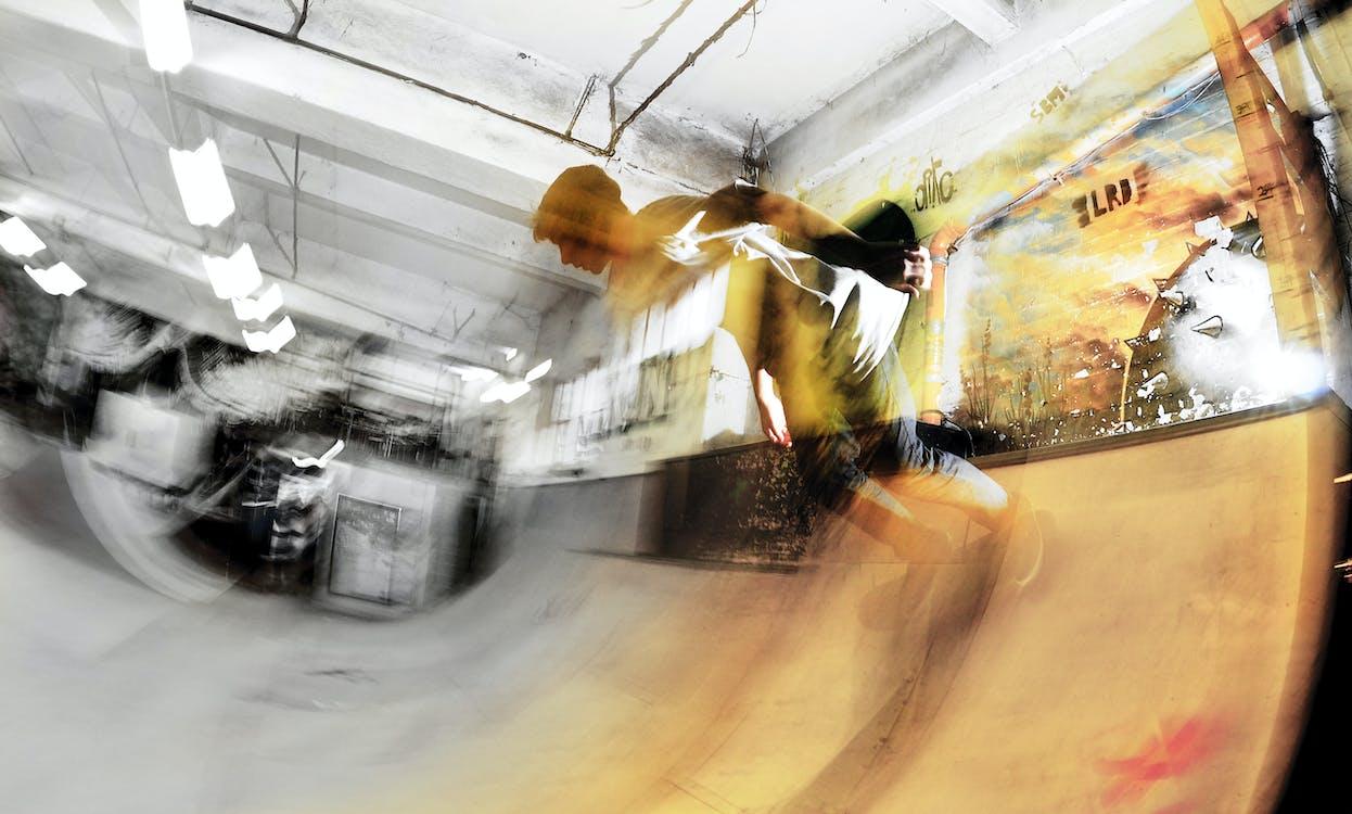 atmosphärisch, entsättigt, skateboarder