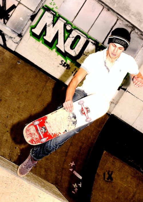 Бесплатное стоковое фото с граффити, скейтбордист