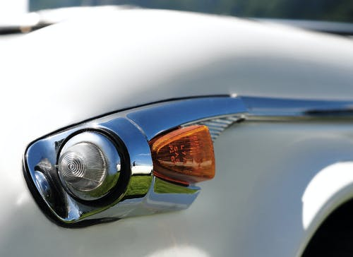 Ilmainen kuvapankkikuva tunnisteilla klassikkoauto, merkkivalo, triumph tr5, yksityiskohta