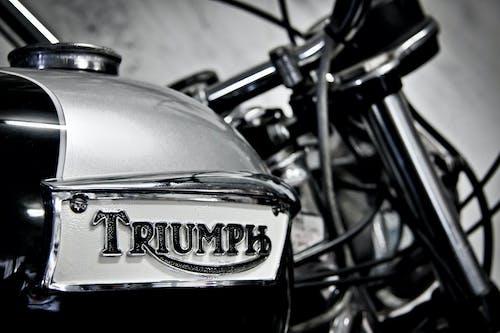 Základová fotografie zdarma na téma černobílá, motocykl, motorka, odznak