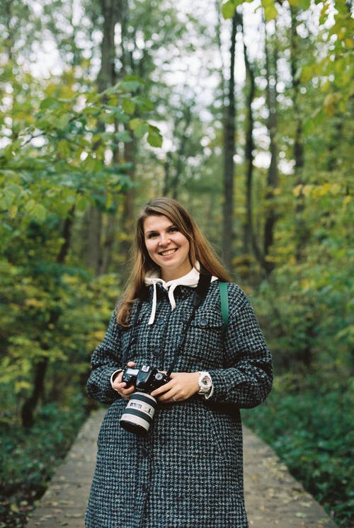 Безкоштовне стокове фото на тему «волосина, волосся, дивлячись на камеру»