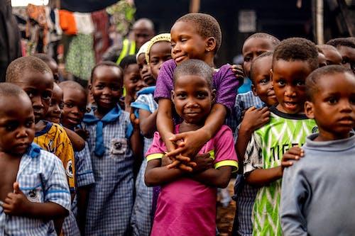 Ilmainen kuvapankkikuva tunnisteilla Afrikka, arkinen vaatetus, hymyily