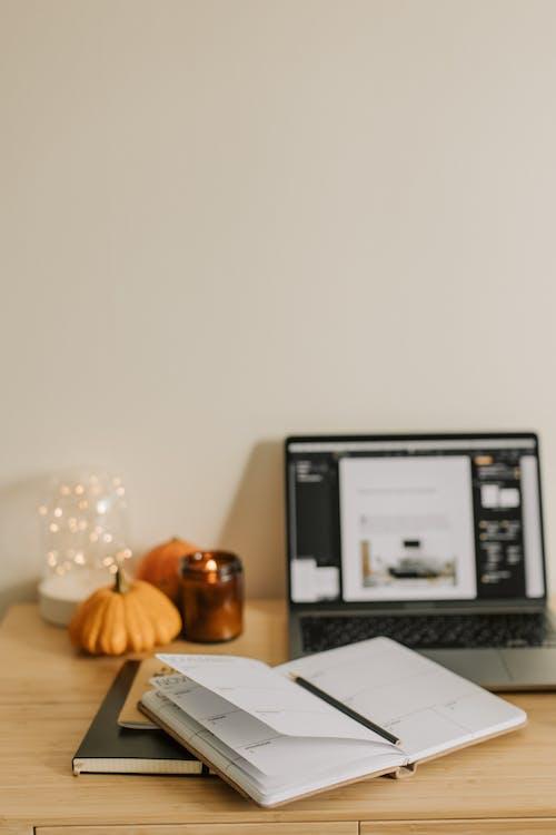 Безкоштовне стокове фото на тему «atmosfera de outono, бізнес, блокнот»