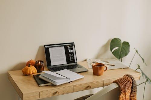 Безкоштовне стокове фото на тему «atmosfera de outono, блокнот, вдома»