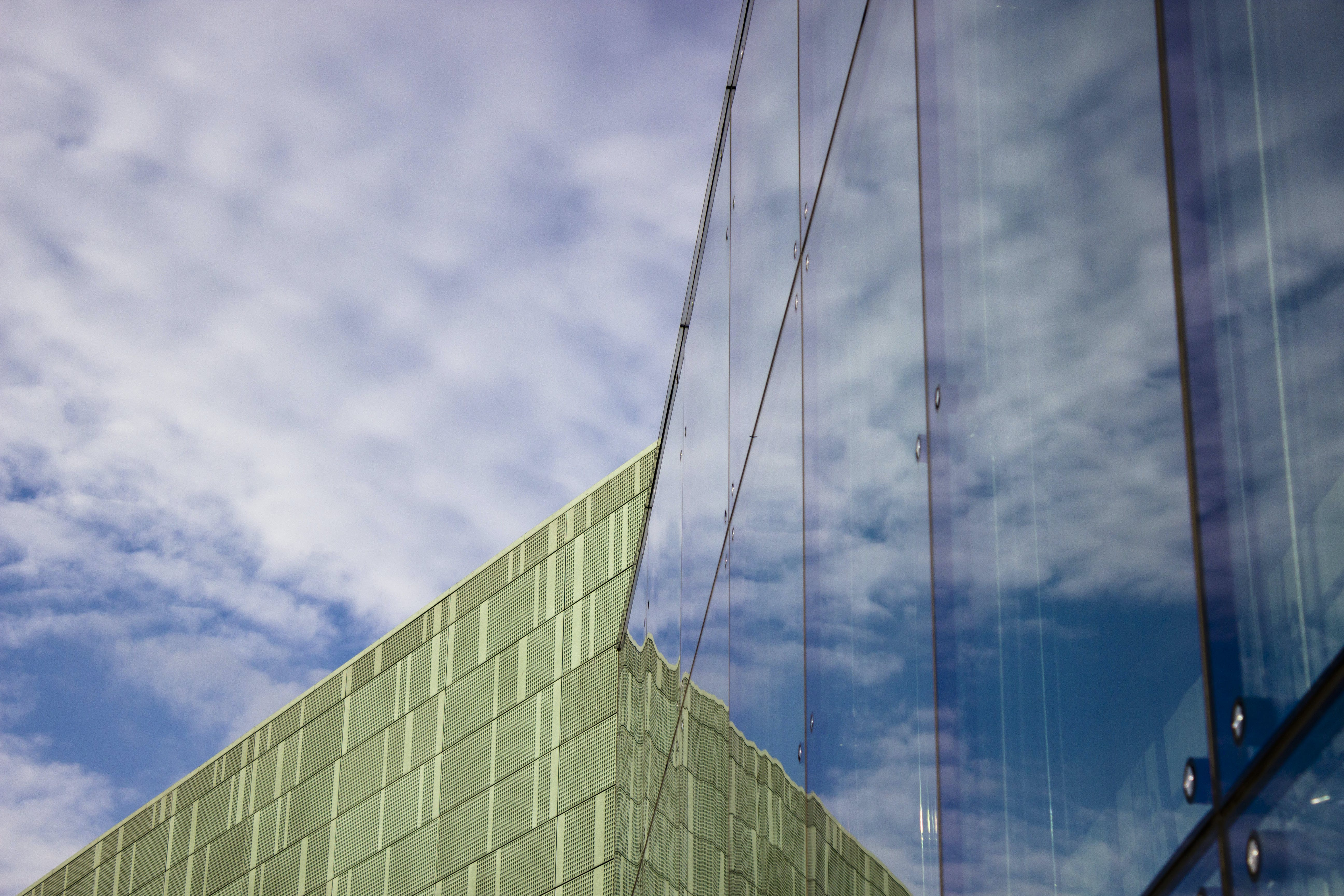 Free stock photo of clouds, reflections, museum, modern architecture