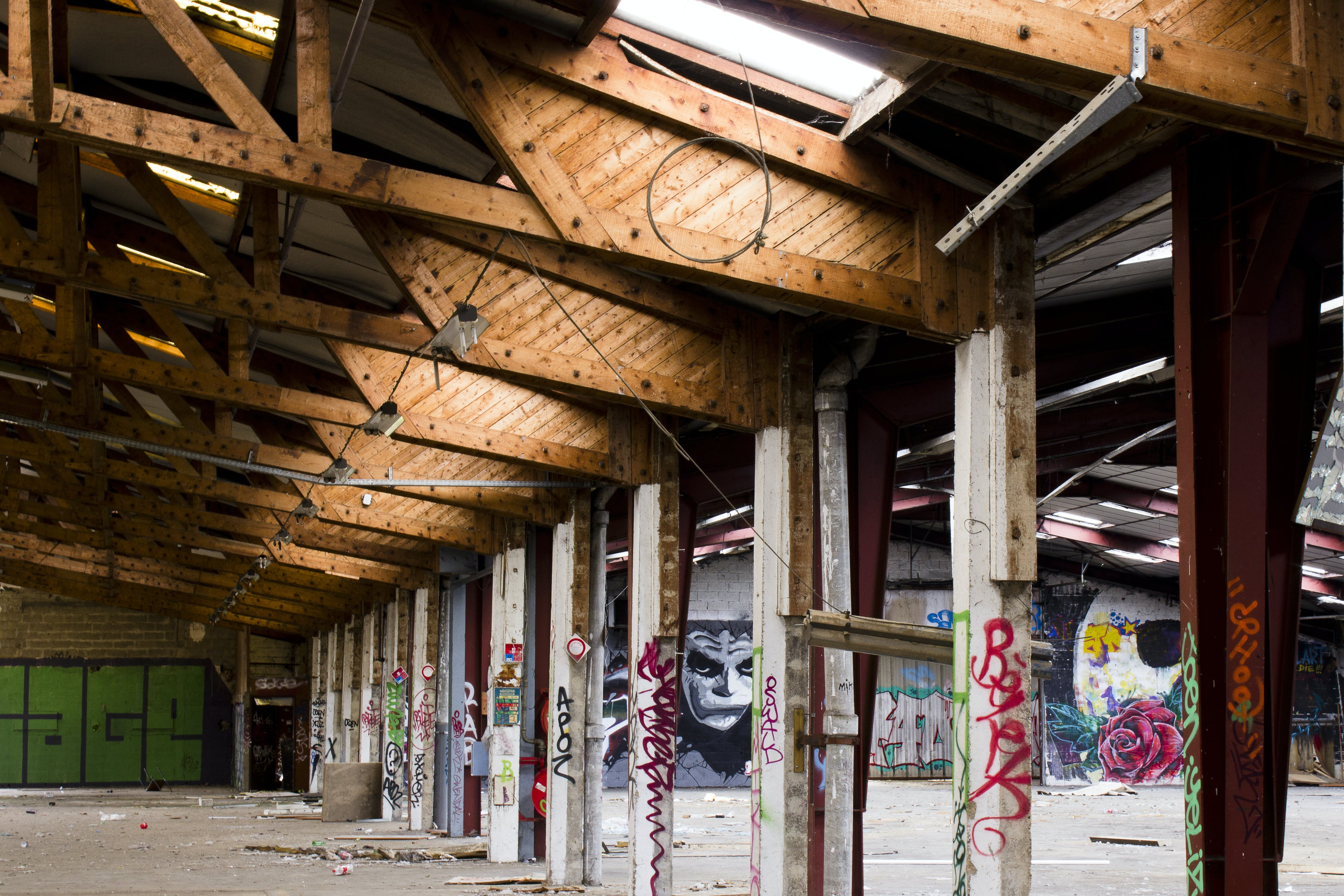Free stock photo of abandoned, empty room, graffiti, industrial building