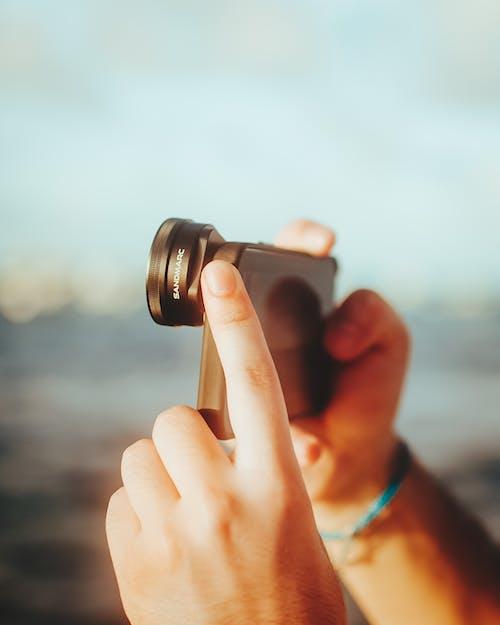 açık hava, dış mekan, eller insan eli içeren Ücretsiz stok fotoğraf