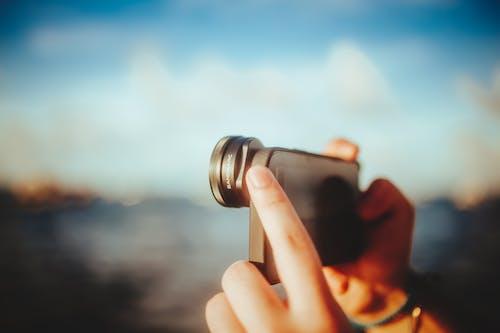 açık hava, akıllı telefon, dış mekan içeren Ücretsiz stok fotoğraf