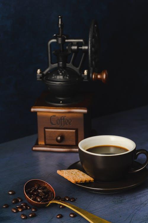 คลังภาพถ่ายฟรี ของ การถ่ายภาพหุ่นนิ่ง, กาแฟ, ขนมปังกรอบ