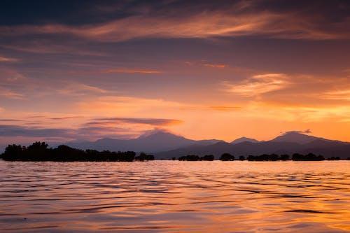 Foto d'estoc gratuïta de aigua, calma, cel, horitzó