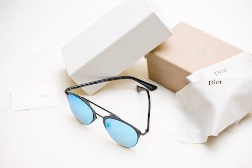 Základová fotografie zdarma na téma bílé pozadí, brýle, dior