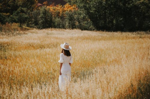 Fotobanka sbezplatnými fotkami na tému biele šaty, dlhé vlasy, dospelý
