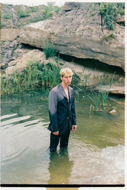 Základová fotografie zdarma na téma blond vlasy, bunda, dospělý
