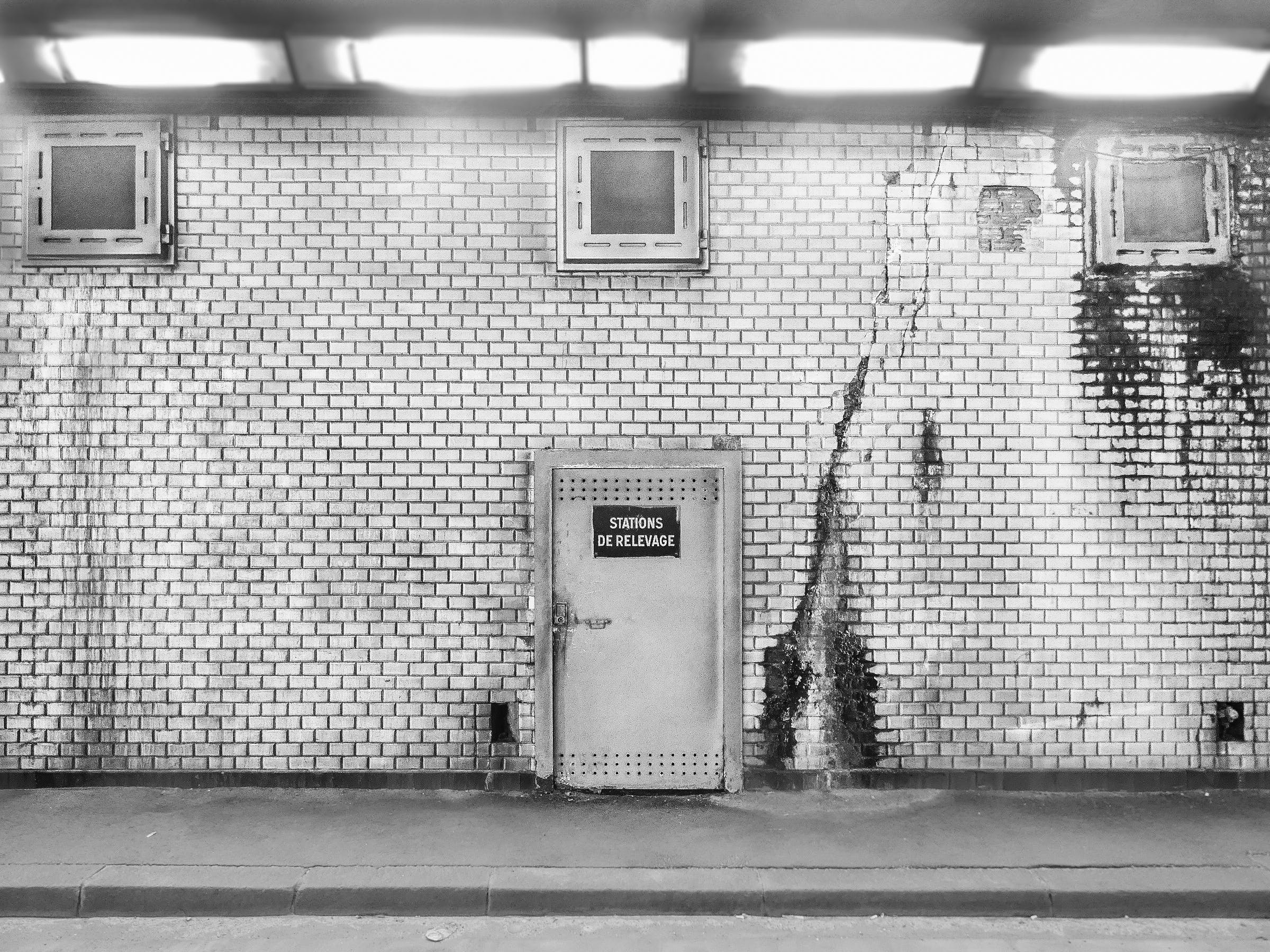 Gratis arkivbilde med svart-hvitt, vegg
