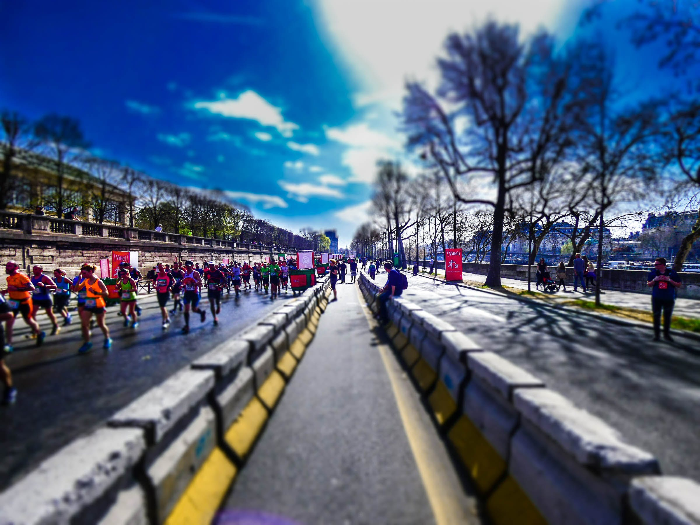 Gratis arkivbilde med blå himmel, himmel, løpere, maraton
