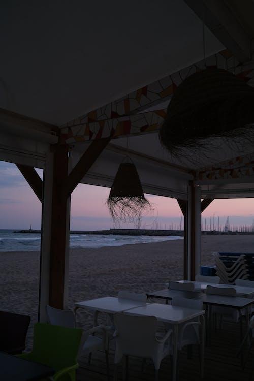 Foto profissional grátis de ao ar livre, areia, cadeira