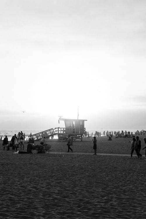 Foto profissional grátis de areia, cabana do salva-vidas, calçadão