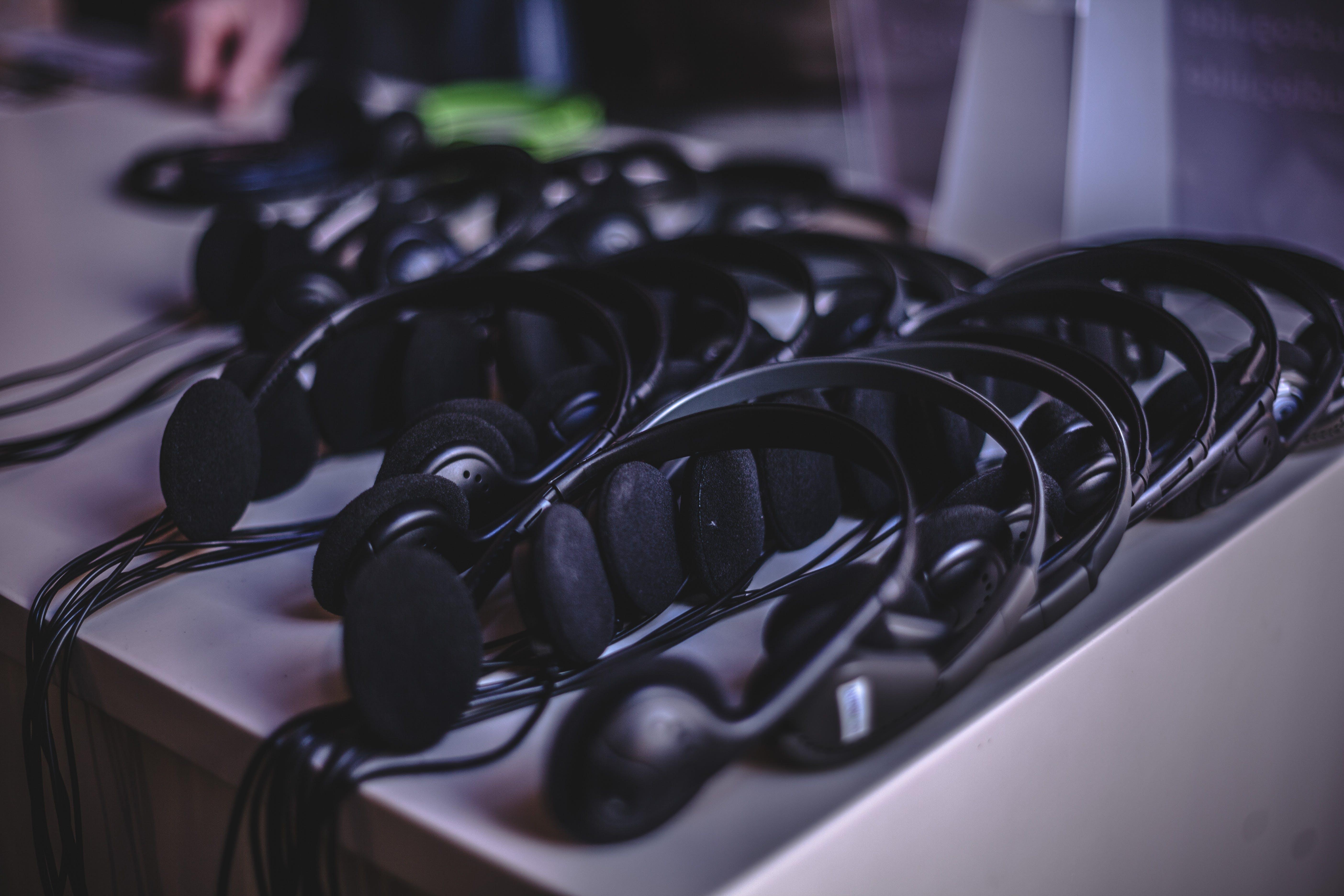 Darmowe zdjęcie z galerii z biurko, ciemny, elektronika, jasny