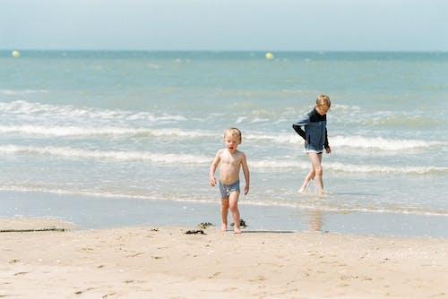 Foto profissional grátis de areia, crianças, férias