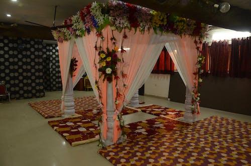 Foto stok gratis dalam ruangan, desain interior, gorden, karpet