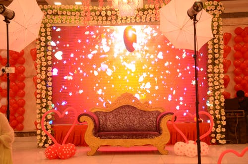 Foto stok gratis bangku, cahaya, kursi pernikahan, lampu pernikahan