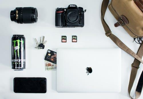 Gratis lagerfoto af Apple, bærbar computer, drink, kamera