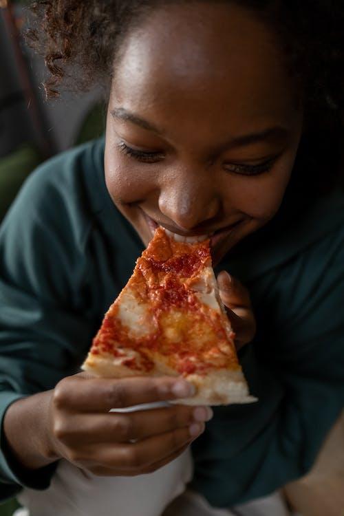 คลังภาพถ่ายฟรี ของ การกิน, การรับประทานอาหาร, คนคนหนึ่ง