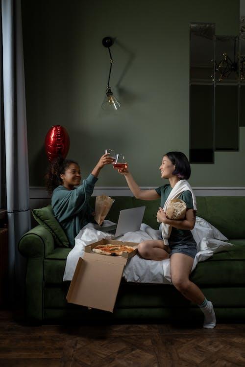 Immagine gratuita di a casa, amici, coppia