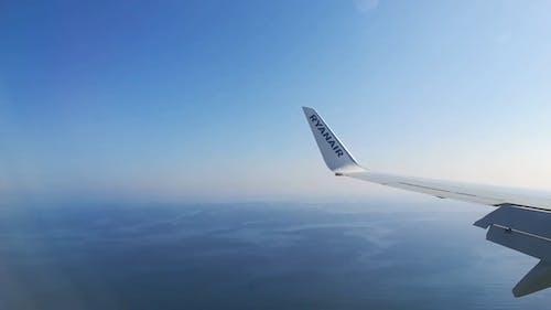 Airplane Landing · Free Stock Video