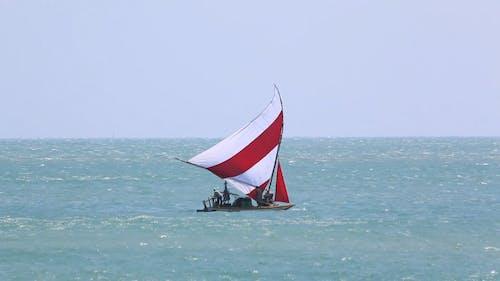 海を渡るボートセーリング