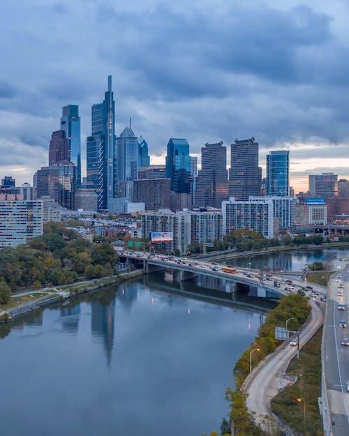 Um Rio Dentro De Uma Cidade