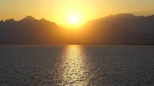 Sylwetka Gór O Zachodzie Słońca