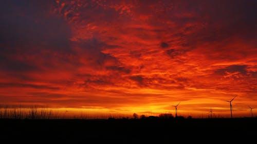 日落景色与戏剧性的天空
