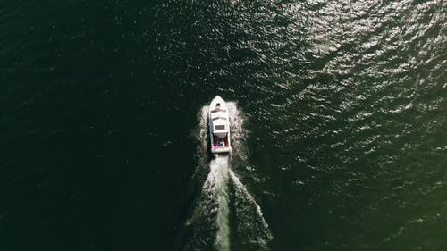 Tracking A Speeding Boat In The Water
