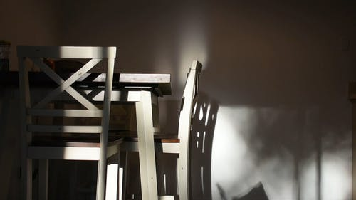 A Dining Room With Wooden Chairs And Table