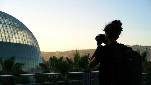 Een Fotograaf Die Foto's Maakt Van Een Observatiegebouw