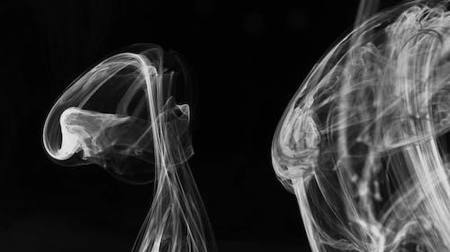 Fumaça Branca Subindo, Formando Padrões E Linhas Abstratos