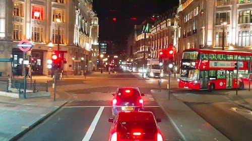 Trânsito Na Rua De Londres à Noite
