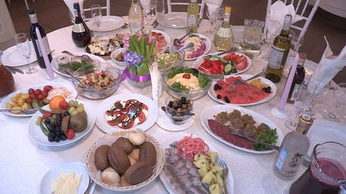 Table Presentation For Fine Dining Of Foods And Drinks