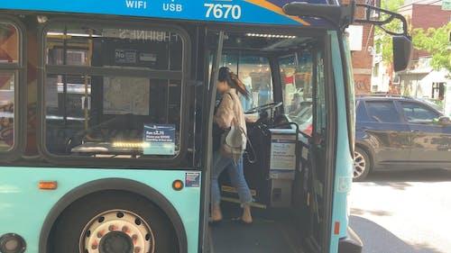 公共巴士載客