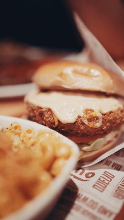 Baked Macaroni And Hamburger Sandwich
